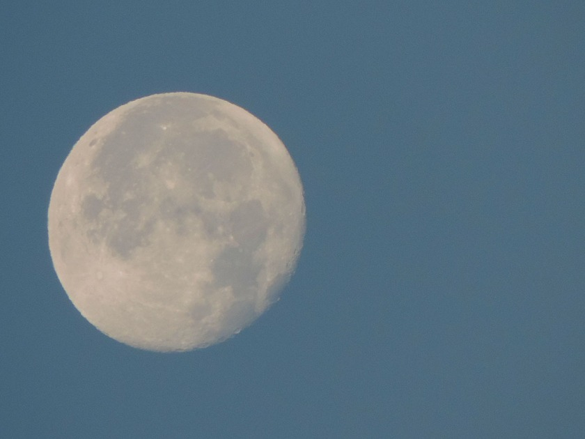 Close up of moon setting 91% full, west of Elanora, Qld.
